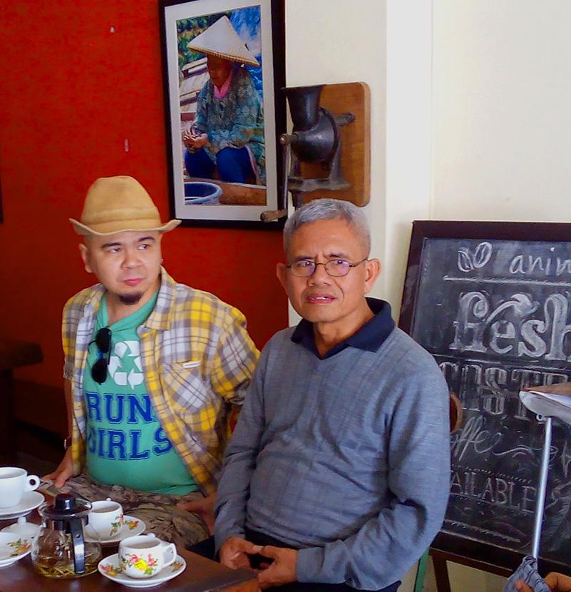 Bapak Surip Mawardi, mantan Direktur Puslit Kopi dan Kako Jember ditemani oleh Budi Kurniawan, Sutradara film dokumenter Aroma of Heaven.