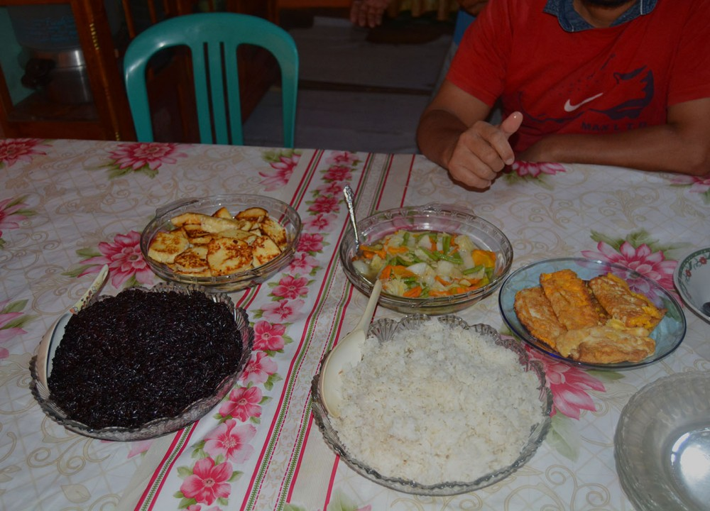 A coffee farmers serves their best local rice varities for our breakfast.