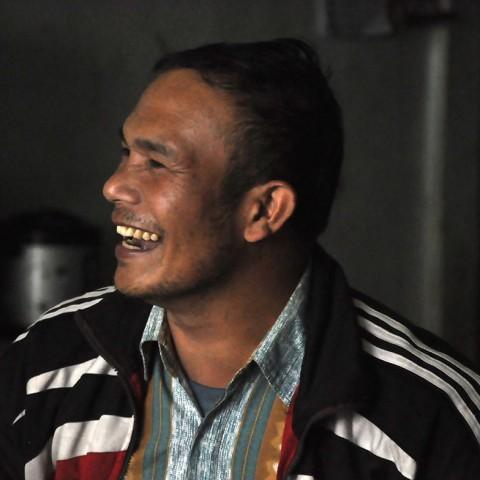 Gani Silaban, Ketua koperasi kopi organik di desa Nagasaribu sudah lebih dari satu dekade mempromosikan kopi dari kampungnya ke dunia. Selalu hangat menyambut tamu untuk urusan kopi